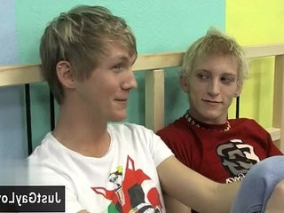 Hot gay Ian gives Hayden a meaty welcome. | gays tube   gives   trimmed