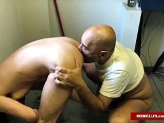 Arab Daddy Barebacking His Boi | arab guy   bareback   daddy